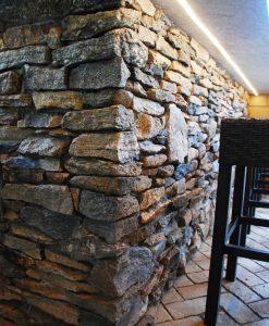fieldstone ledgestone veneer corner