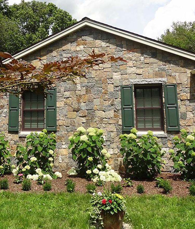 Natural Stone Veneer Fieldstone Square + Rectangle House Siding