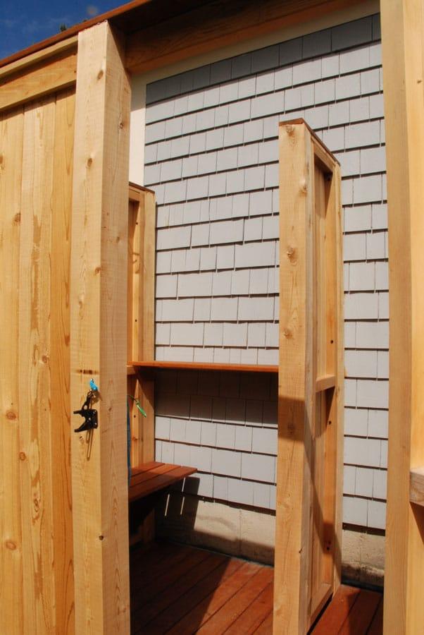 Outdoor shower enclosures nantucket martha 39 s vineyard for Outdoor shower doors