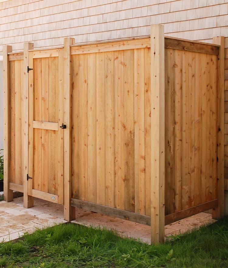Cedar outdoor shower enclosures for Outdoor shower doors
