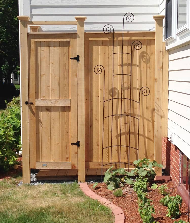 outdoor shower kit cedar shower enclosure designs ideas. Black Bedroom Furniture Sets. Home Design Ideas