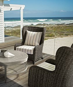 outdoor-furniture-patio-installation