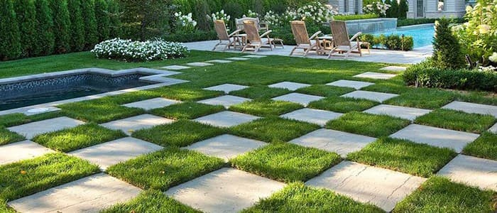 paver-installation-flagstone-grass