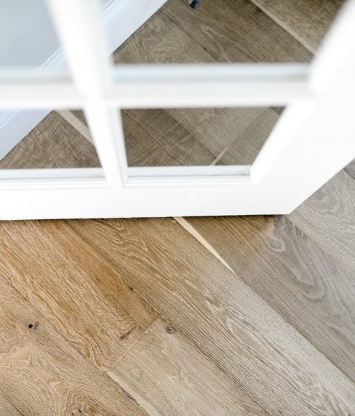 Structured Prefinished Tisbury Distressed Flooring with Knots
