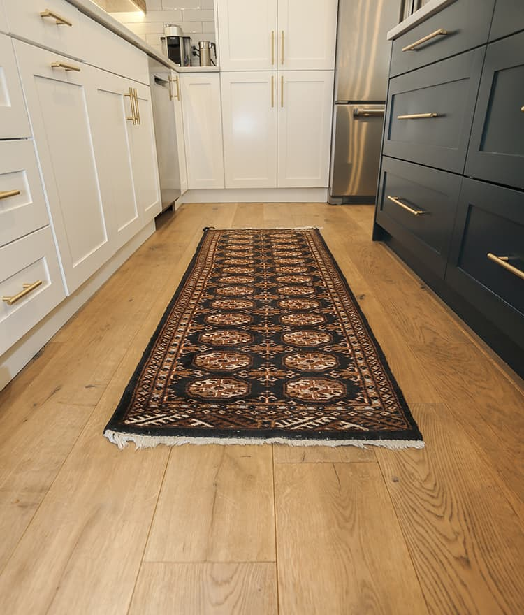 prefinished-hardwood-wide-plank-floor kitchen